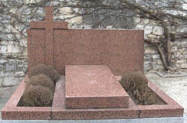 tomba lavorata in marmo